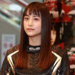 山本美月 レーシングスーツ