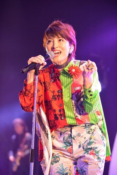 荻野目洋子、再ブレイク後初ワンマンライブで「ダンシング・ヒーロー」