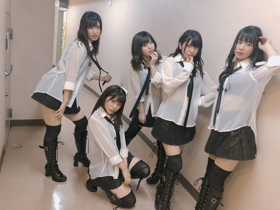AKB48さん、現役女子高生にとんでもない格好をさせてしまうw