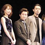 戸田恵梨香(左)と成田凌(右)、中央は浅利陽介