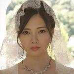 月9ウェディングドレス姿の白石麻衣