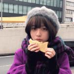たい焼きを食べる橋本環奈