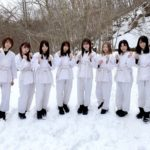 滝行をした欅坂46のメンバー