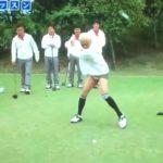 ゴルフをしている松本人志