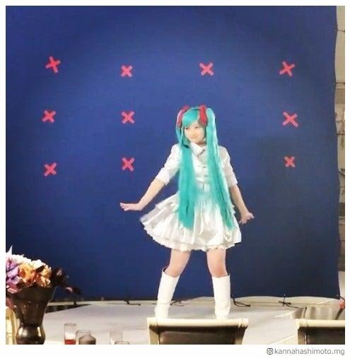 初音ミクのコスプレで踊る橋本環奈