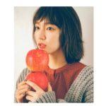 リンゴを持った吉岡里帆